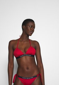 Tommy Hilfiger - CORE SOLID LOGO TRIANGLE FIXED - Bikini top - primary red - 0