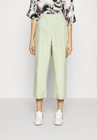 Monki - VILJA TROUSERS - Trousers - green dusty light - 0