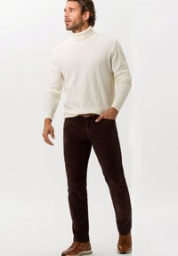 BRAX - STYLE COOPER FANCY - Trousers - brown - 1