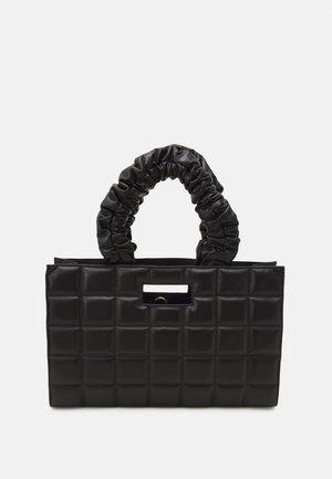THE QUILTED BAG LARGE SET - Håndveske - black