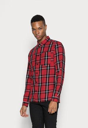 MIC WASHED - Košile - urban red/flash grey