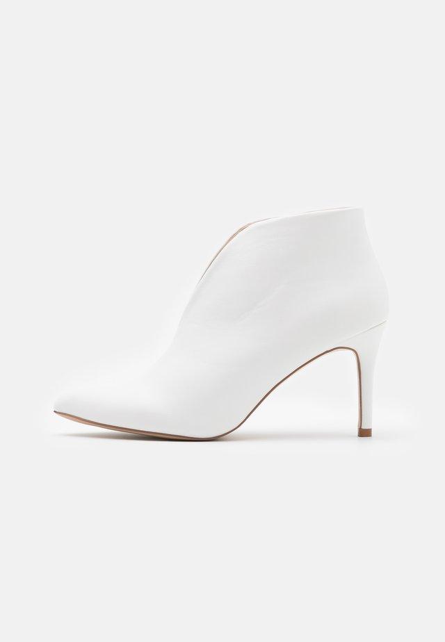 CORFU - Ankle boot - white