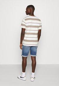 Tommy Jeans - RONNIE - Denim shorts - blue denim - 2