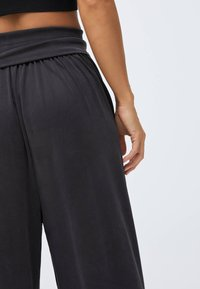 OYSHO - Trainingsbroek - dark grey - 4