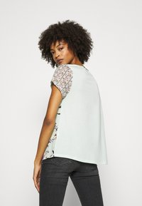 Rich & Royal - LOVELY WITH FLOWER PRINT - Blouse - jade mint - 2