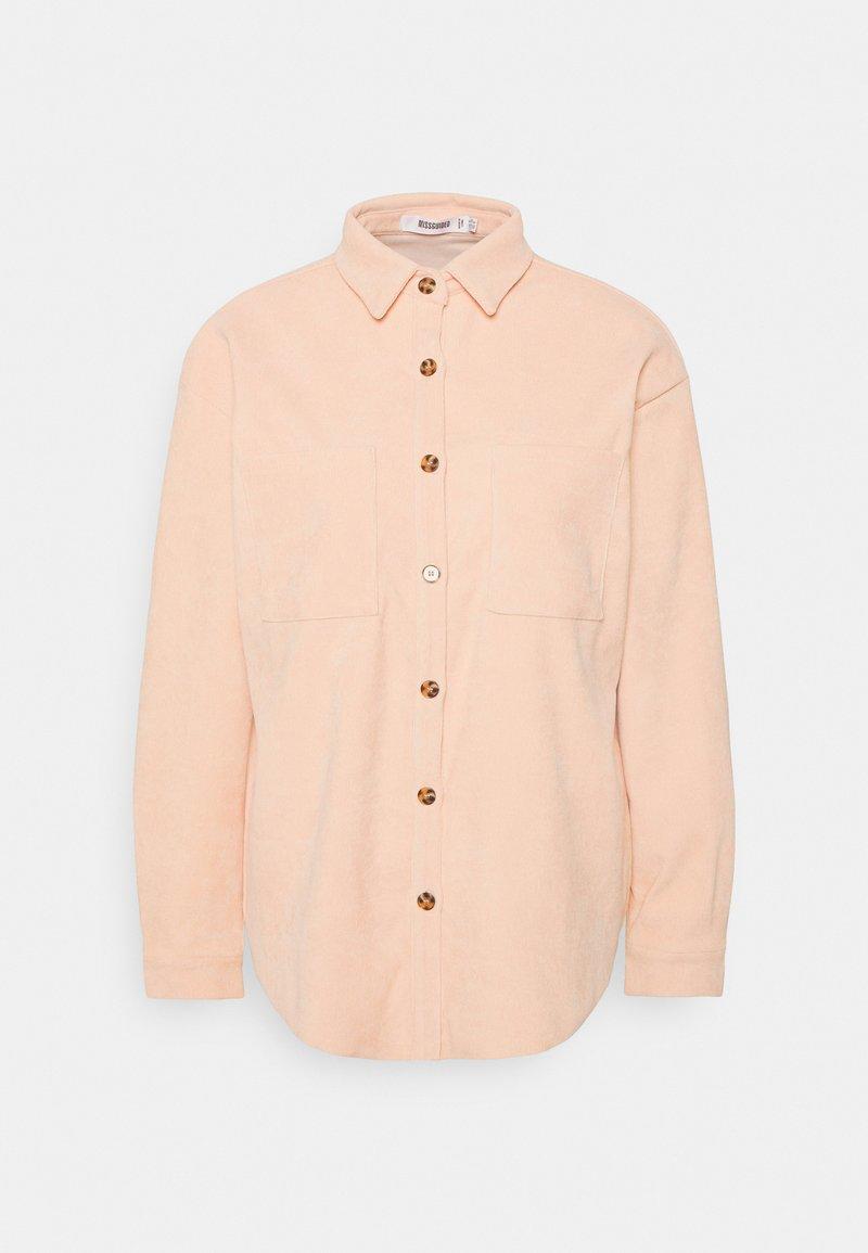 Missguided - BUTTON RAW HEMSHIRT - Skjorte - cream