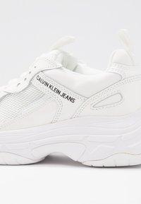 Calvin Klein Jeans - MAYA - Sneakersy niskie - bright white - 2