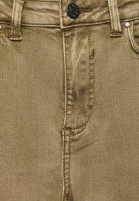 Vila - VIAMY PIGMENT DYE - Jeans Skinny Fit - butternut - 2