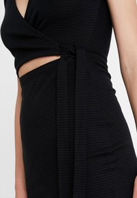 Abercrombie & Fitch - DETAIL DRESS - Vestido de punto - black - 5
