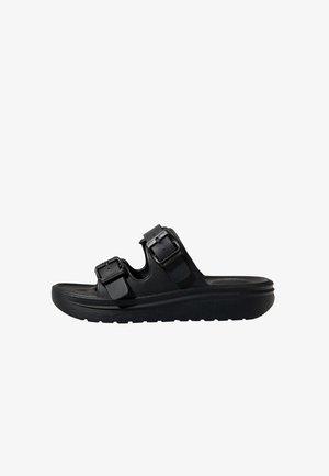 MIT SCHNALLEN  - Pantofle - black