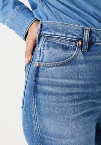 Wrangler - WILD WEST - Straight leg jeans - bluebell - 3