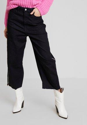 EDIE ZIPPED - Široké džíny - denim