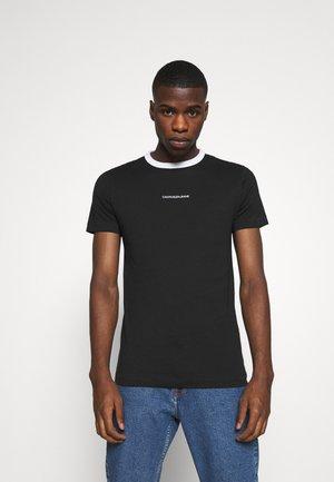 RINGER TEE - Print T-shirt - ck black