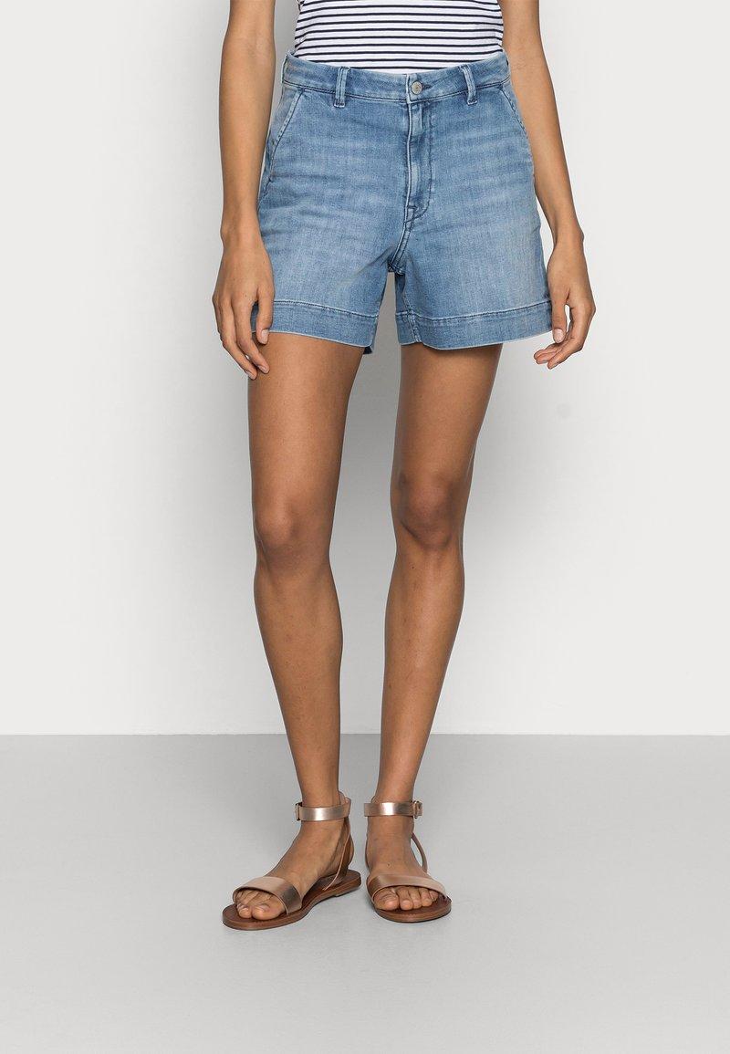 Esprit - DENIM - Denim shorts - blue light wash