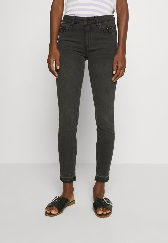 CROPPED KNIGHTBRIDGE - Jeans Skinny Fit - black