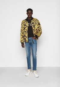 Versace Jeans Couture - Triko spotiskem - black - 1