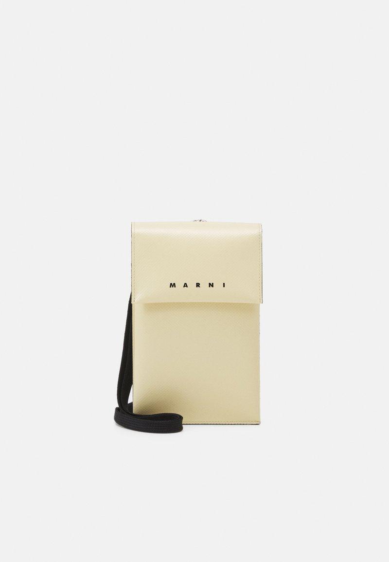 Marni - PHONE CASE - Taška spříčným popruhem - soft beige/garden green