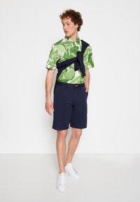 GANT - RELAXED - Shorts - marine - 3