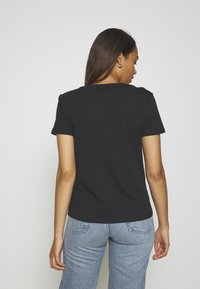 Tommy Jeans - SOFT TEE - T-shirt basique - black