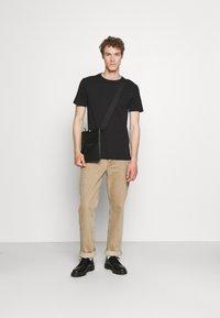 Pier One - 5 PACK - Basic T-shirt - black/white - 0