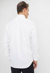Tommy Hilfiger Tailored - REGULAR FIT - Formal shirt - white - 2