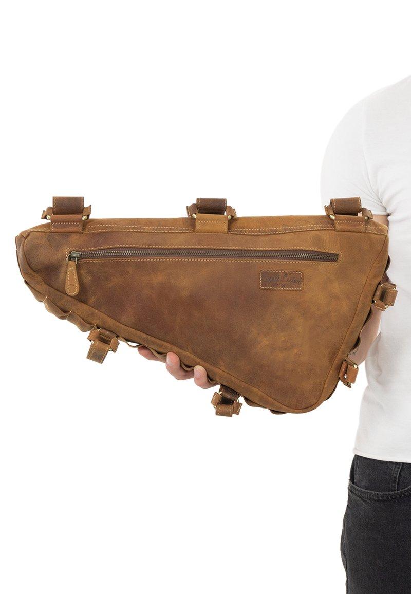 Gusti Leder - Sporttas - brown