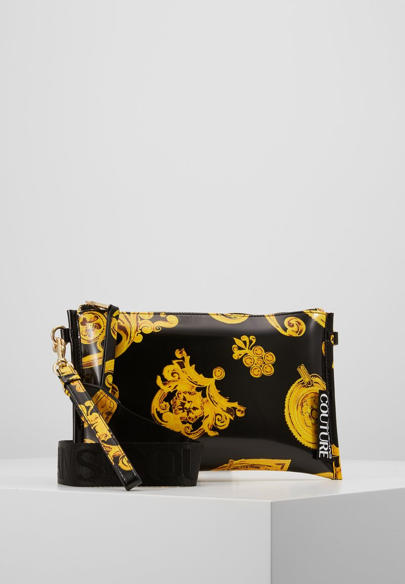 Versace Jeans Couture - MED POUCH PATENT BAROQ - Psaníčko - nero/oro