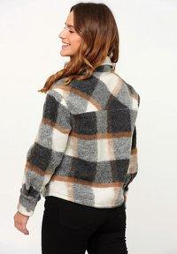 Noella - VIKSA - Summer jacket - grey camel checks - 1