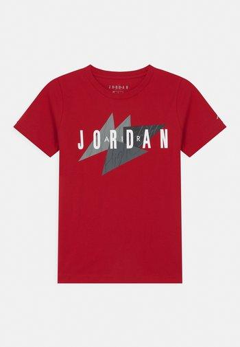 GEO FLIGHT - T-shirt con stampa - gym red