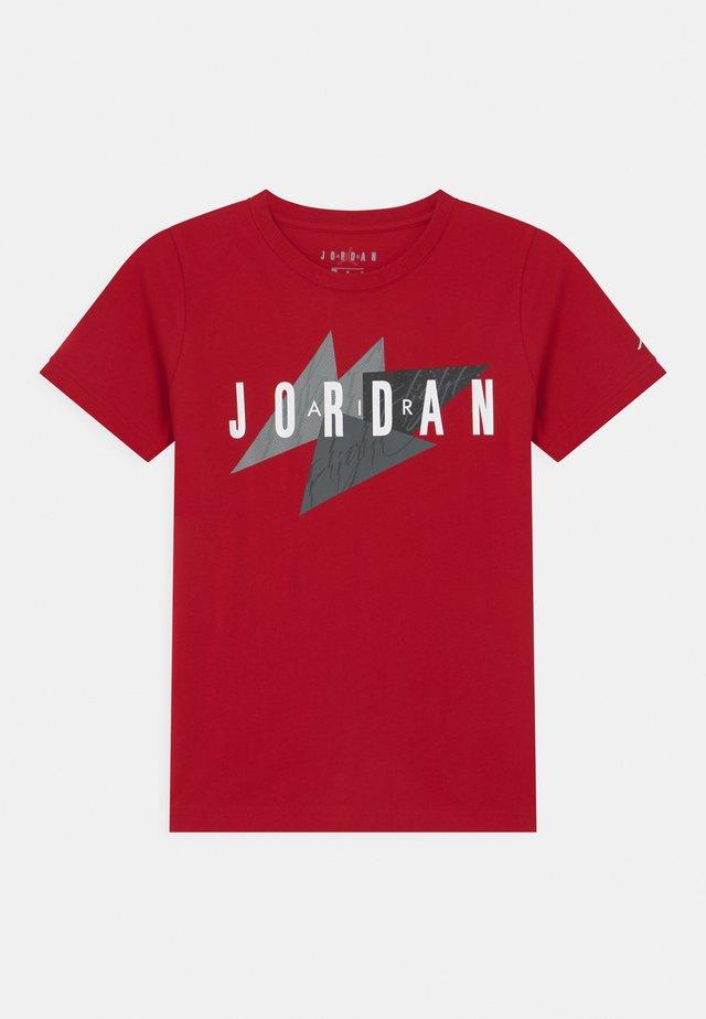 GEO FLIGHT - T-shirt imprimé - gym red