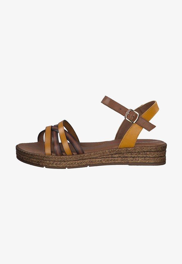 Sandalen met sleehak - saffron/cuoio