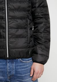 Guess - SUPER LIGHT ECO FRIENDLY - Light jacket - jet black - 5