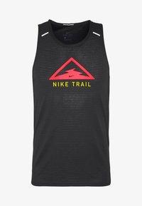 Nike Performance - RISE 365 TANK TRAIL - Funktionströja - black/laser crimson - 3