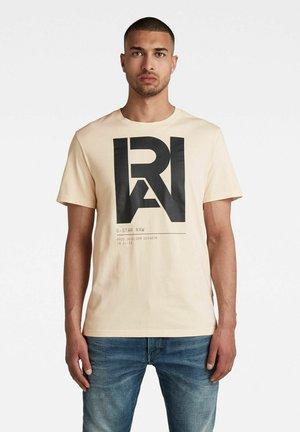 GRAPHIC RAW - T-shirt con stampa - ecru