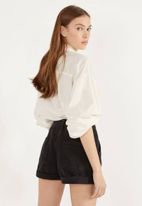 Bershka - MOM - Short en jean - black - 2