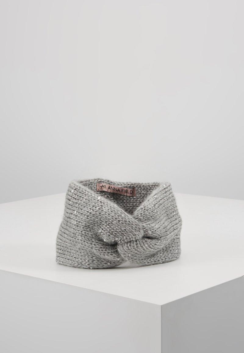 Anna Field - Ørevarmere - grey