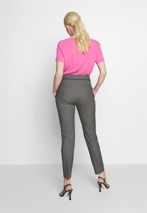 THE CROPPED TROUSERS - Kalhoty - black