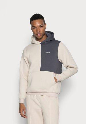 COLORBLOCK HOODIE - Sweater - beige/grey