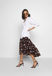 Who What Wear - THE WRAP BLOUSE - Blouse - white - 1