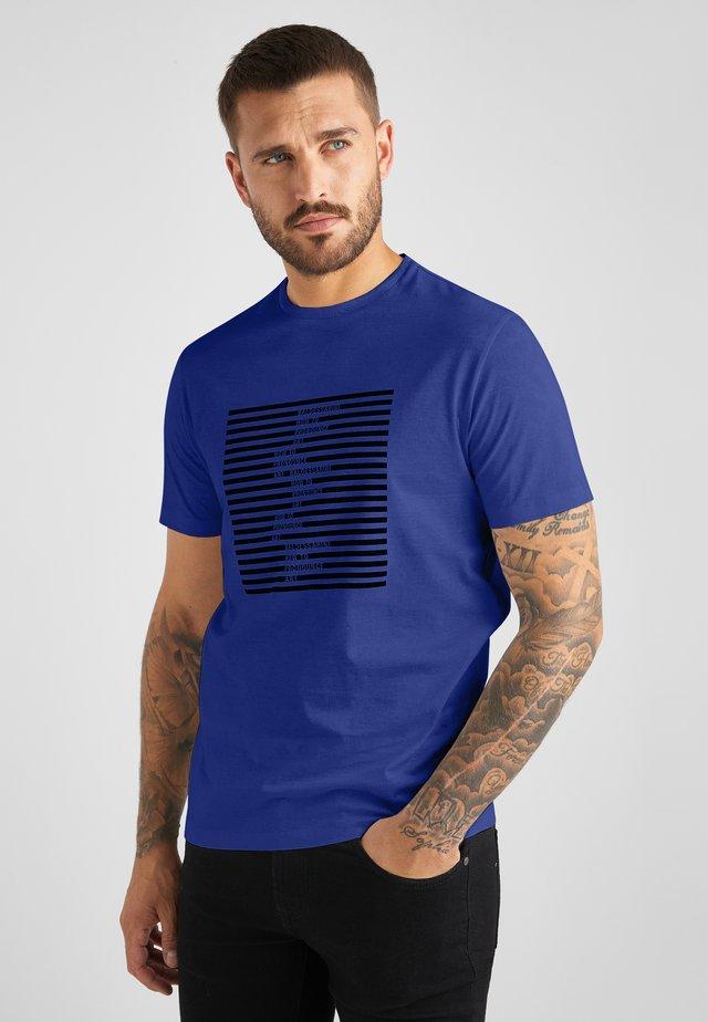 TABEO - T-shirt print - yves blue