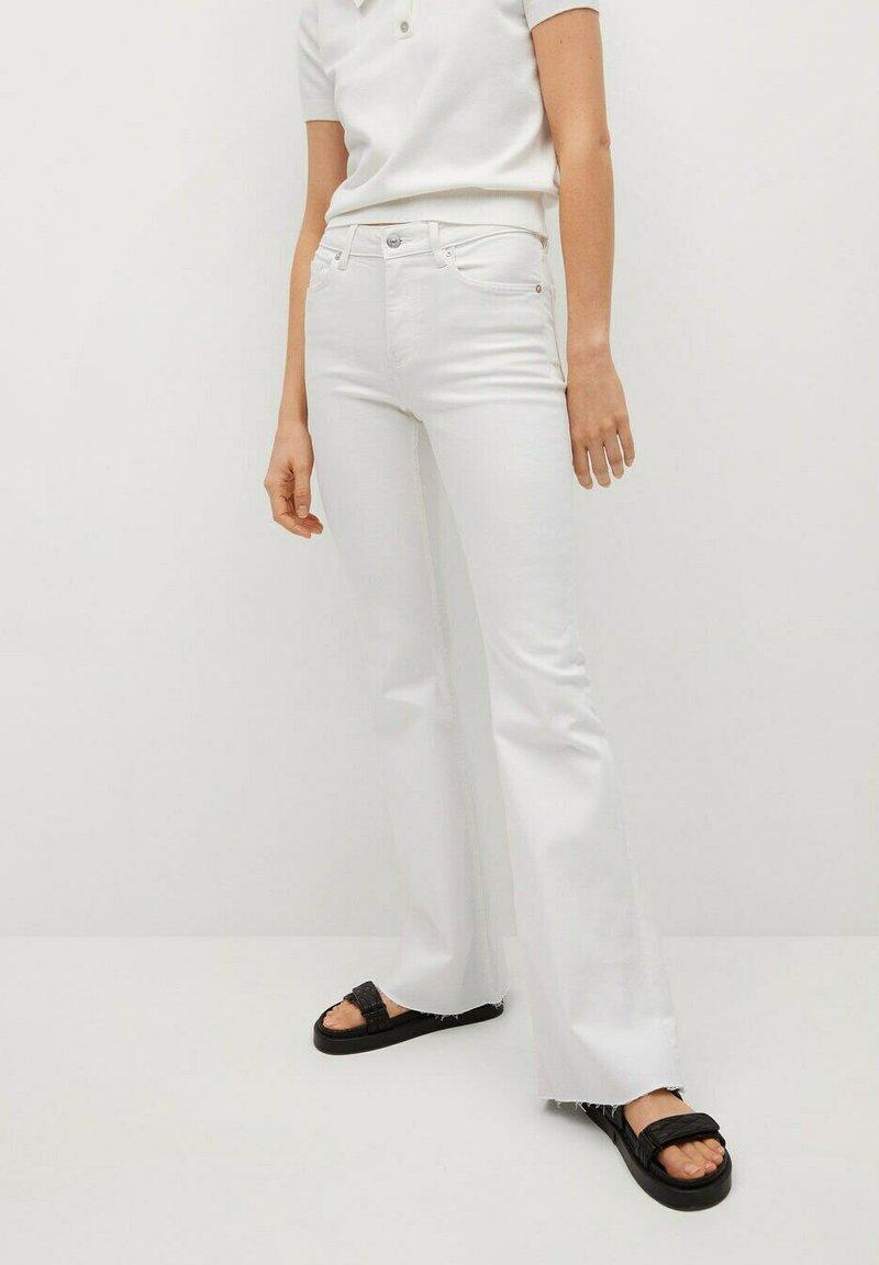 Mango - FLARE - Flared Jeans - white
