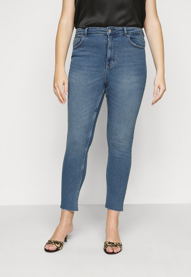 ONLY Carmakoma - CARRICA LIFE ANKLE - Jeans a sigaretta - light blue denim