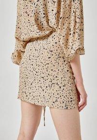 PULL&BEAR - Áčková sukně - beige - 5