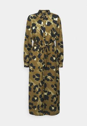 VMGREETA DRESS - Shirt dress - beech/greeta