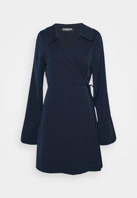 Fashion Union Tall - MELINDA DRESS WRAP FRONT DRESS WITH DEEP CUFF - Vardagsklänning - navy - 3