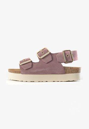 Sandały na platformie - pink