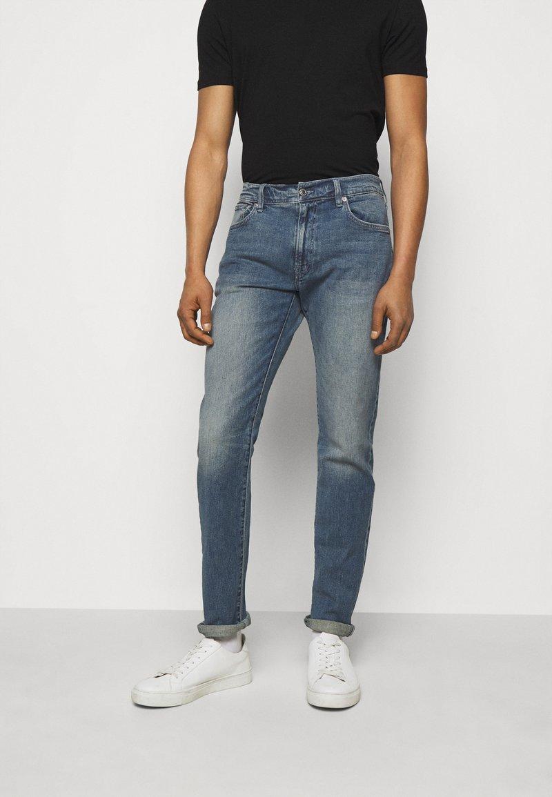 Club Monaco - SUPER WASH - Slim fit jeans - indigo