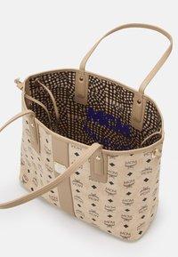 MCM - SHOPPER PROJECT VISETOS MEDIUM SET - Tote bag - beige - 2
