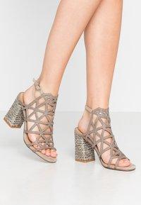Alma en Pena - High heeled sandals - taupe - 0