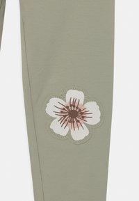 Lindex - MINI SWEET KNEEPATCH - Leggings - Trousers - dusty green - 2